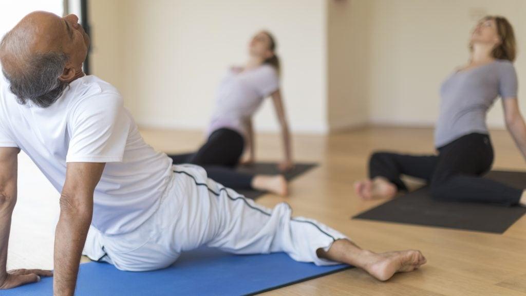 Täglich Yoga-Stunden