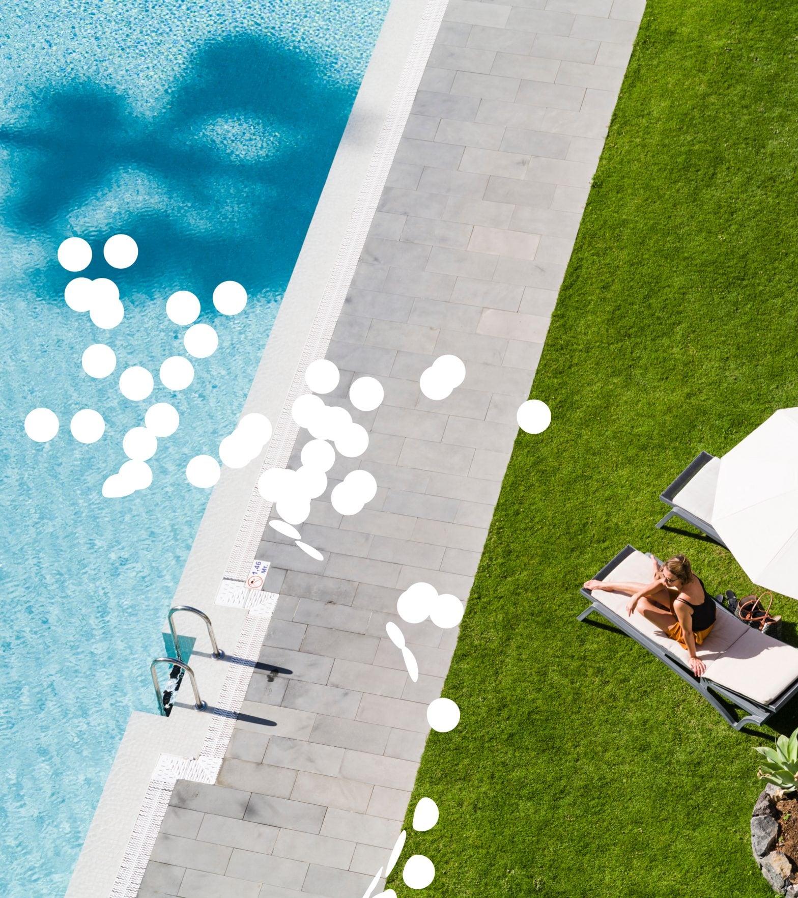 Pool_Liegewiese_Frau_Drohne